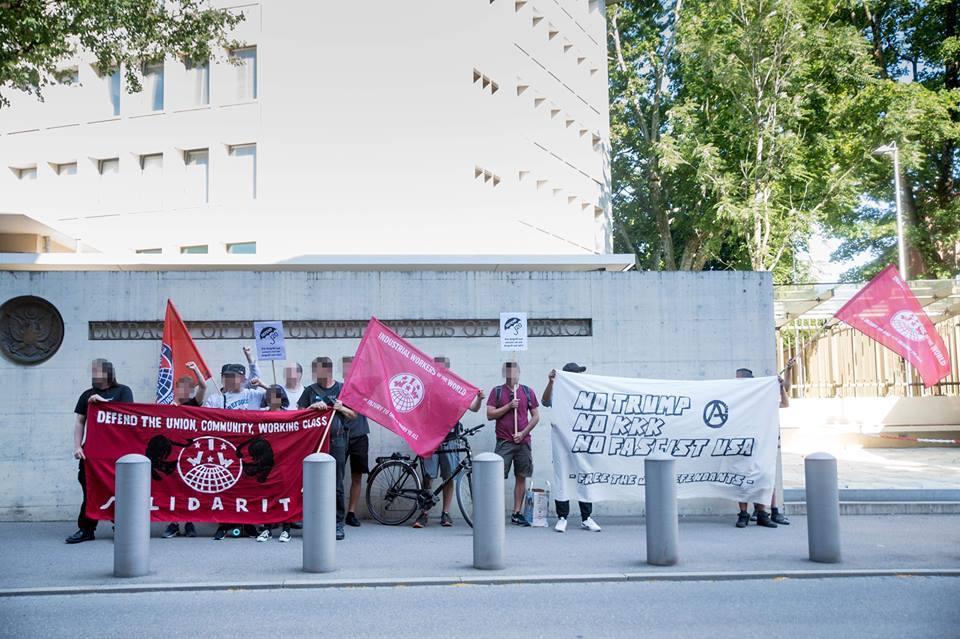 Solidaritätstransparent Amerikanische Botschaft