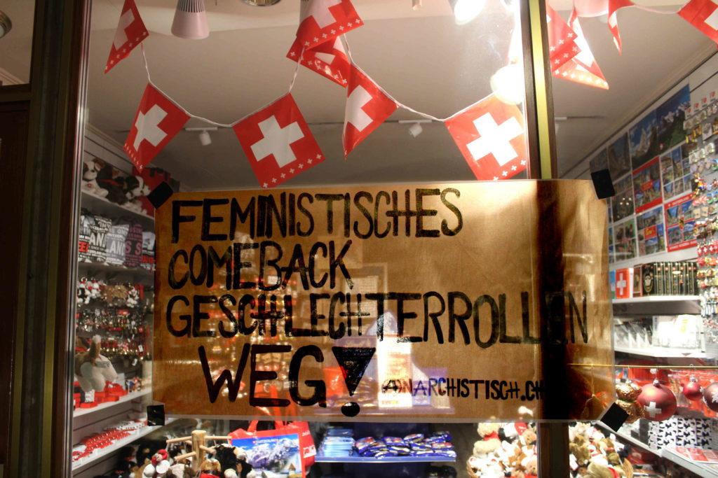 Plakataktion Feministische Stadtverzierung