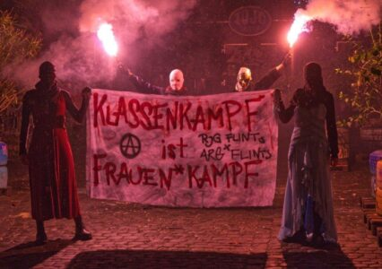 Transpiaktion Klassenkampf heisst Frauen*kampf