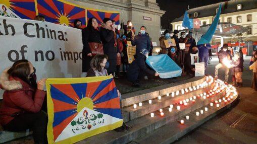 Mahnwache mit uigurische und tibetische Gemeinschaft
