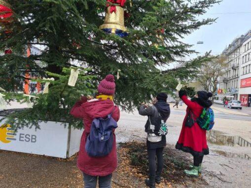 Aktion Namen Frauen Efrin an Weihnachtsbaum Biel